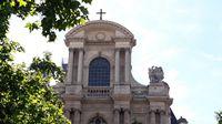 Fronton de l`église Saint-Gervais-Saint-Protais